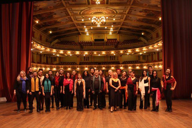 Repertório é formado por música de protesto, com Chico, Gil, Caetano e outros (Foto: Divulgação)