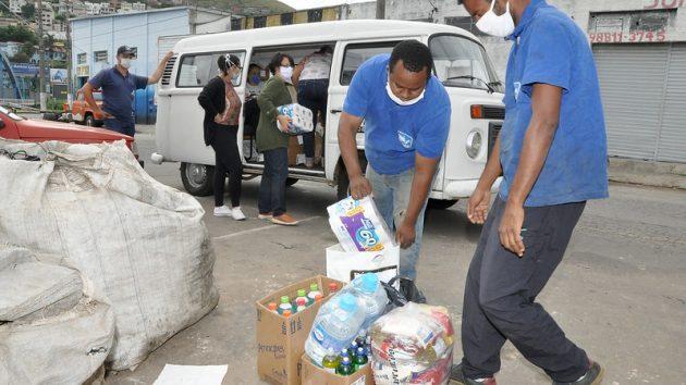 Kits foram entregues em abrigos da cidade (Foto: Alexandre Dornelas/UFJF)