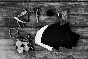 Consórcio de moda italiano voltou-se para a confecção de máscasas (Foto: Kelly Sikkema/Unsplash)