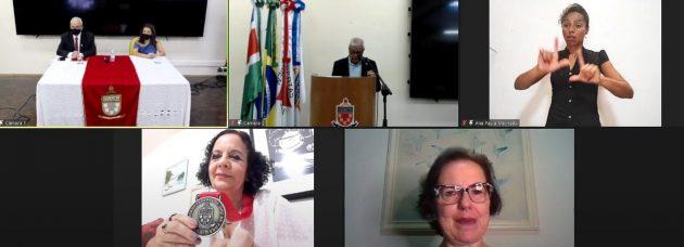entrega medalha JK profa Cristina Brandao Facom UFJF 2020