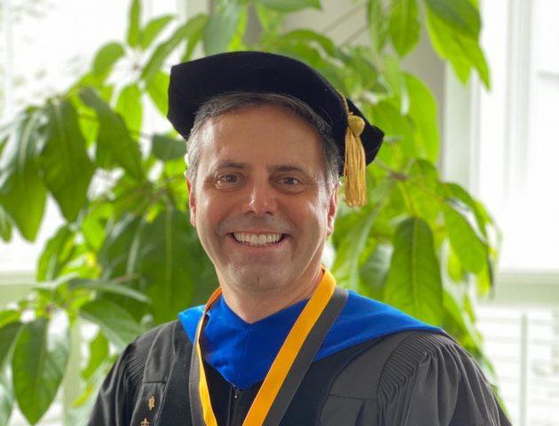 Ex-aluno da UFJF recebe medalha presidencial da University of Maryland