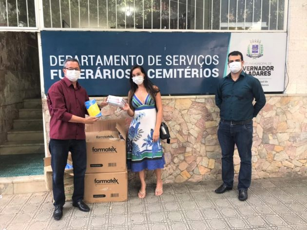 Odontologia da UFJF-GV repassa mais de 6 mil EPIs para Departamento de Serviços Funerários do município