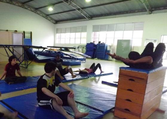 Participantes do projeto aumentam sua capacidade física e cognitiva através da Ginástica Artística (Foto: Mariana Reis)