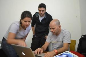 Professor Fábio Lima com alunos da UFJF desenvolvendo atividades do programa UrbanismoMG (Foto: UrbanismoMG)
