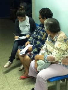 Estudantes da UFJF entrevistaram pacientes na primeira fase do projeto (Foto: Divulgação)