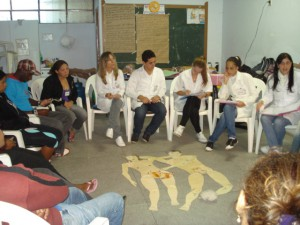 Projeto realiza orientações em grupo semanais. (Foto: Jéssyka Prata)