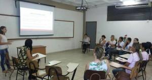 Os bolsistas e voluntários envolvidos no projeto foram capacitados por meio de grupos de discussão e apresentação de trabalhos sobre o tema (Foto: Arquivo)