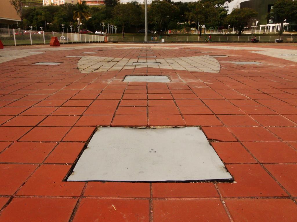 Detalhe das placas metálicas/Foto: Adriely Furtado