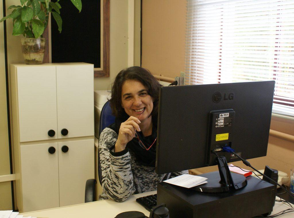 Emília Paro, assistente em administração da PROINFRA / FOTO: Adriely Furtado