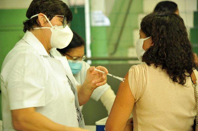 Vacinação contra a Covid-19 para trabalhadores da Educação é antecipada